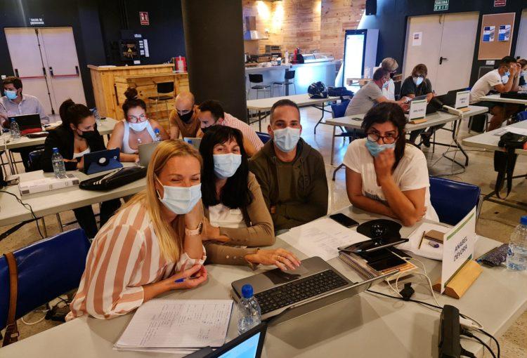 Los alumnos trabajando para el Proyecto Final ICT